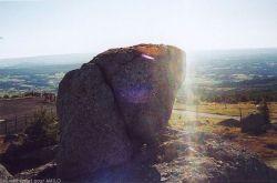 Rai de lumière ne saurait fendre la pierre