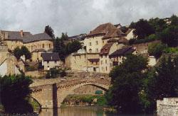 vieux pont aux vieilles arches majestueuses
